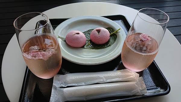 青海テラスで桜まんじゅうと桜スパークリングワイン