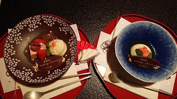 お祝いメッセージ付き(左)桜のデザート(右)梅ジャムのデザート