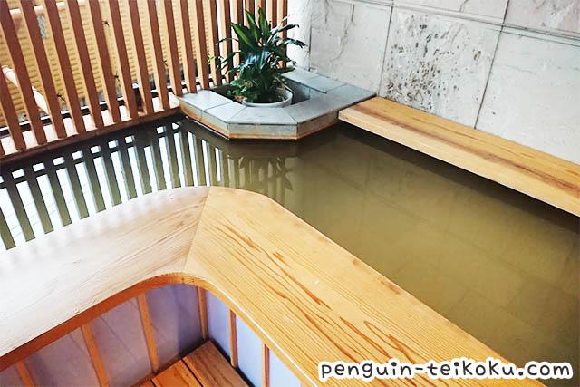 ホテル松本楼入り口前の足湯